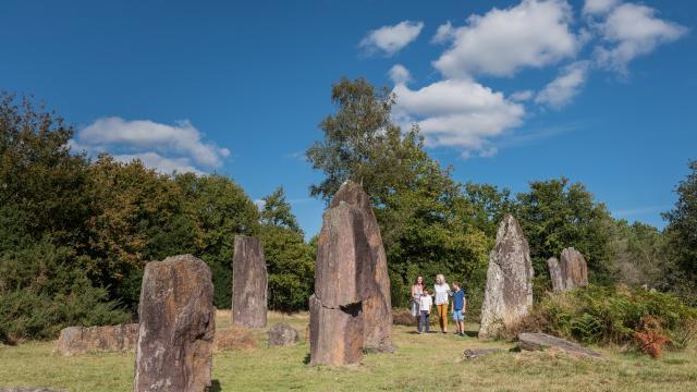 Monteneuf - Site Archéologique des Pierres Droites