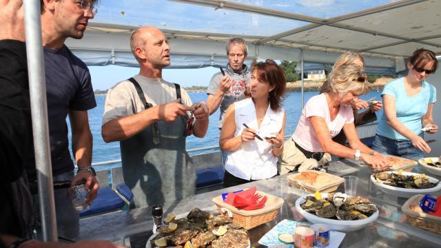 Degustation d'huitres Visite des parcs a huitres avec Ivan, une experience bretonne