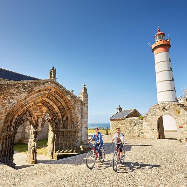 Balade à vélo à la pointe de Saint-Mathieu